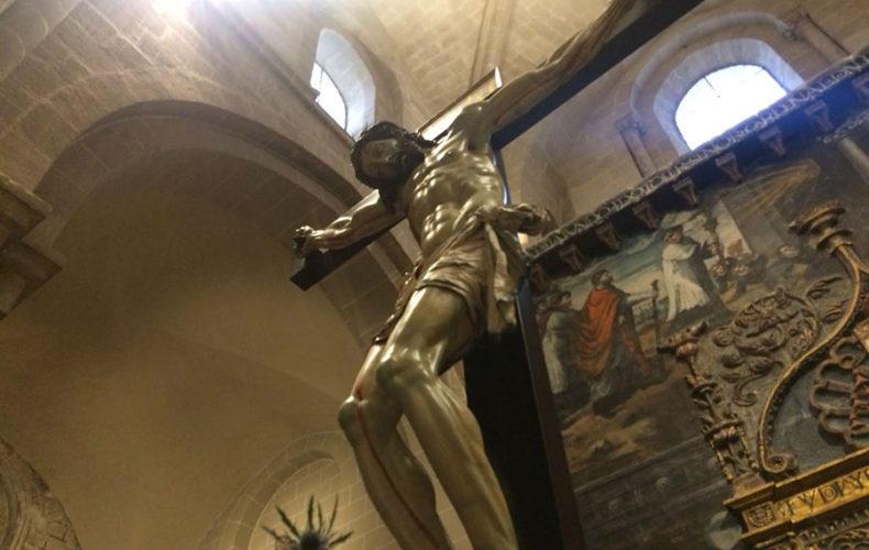 El honor de empujar al Santísimo Cristo de las Injurias